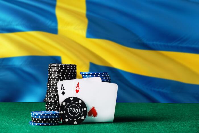 Svensk flagga med kort framför