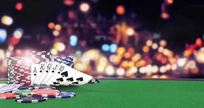 kort på pokerbord